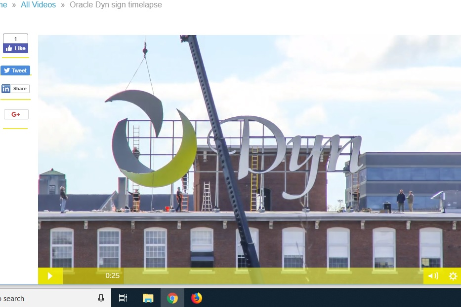 Watch the Dyn sign disappear via time lapse