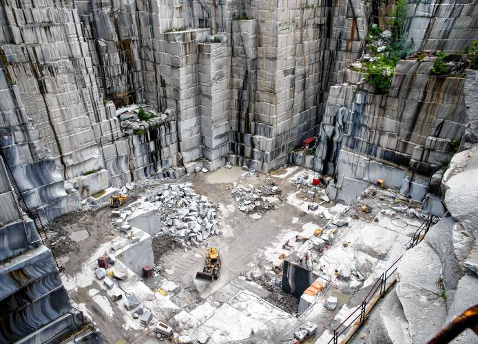 It's a pain in the neck to lift 20 tons by 250 feet; Swenson Granite would  like to quarry stone differently - Granite Geek