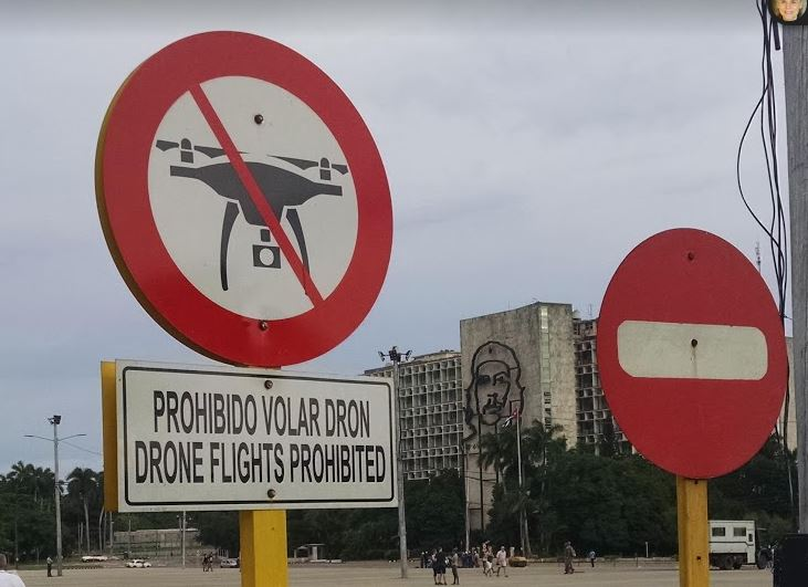 Che, yes - drone, no.